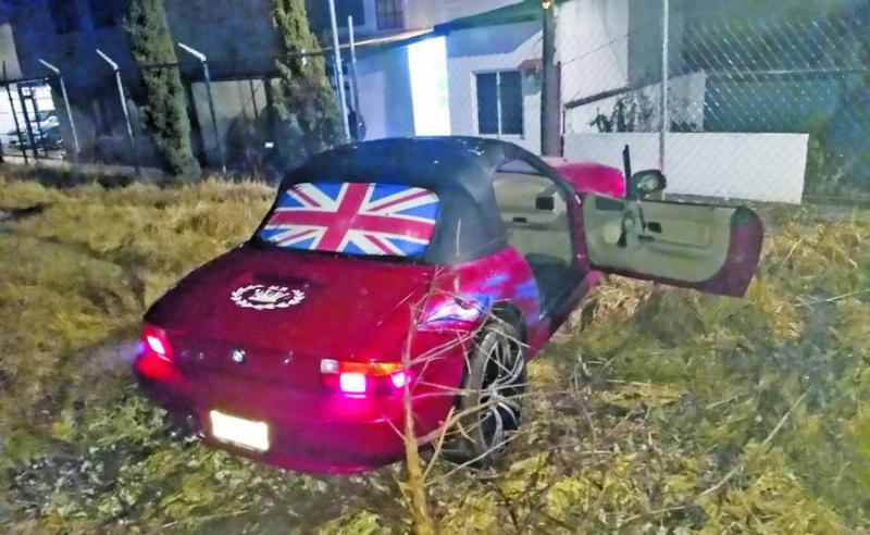 Fotos, Sicarios balean a policía en su BMW en calles de Tlalpan, CDMX