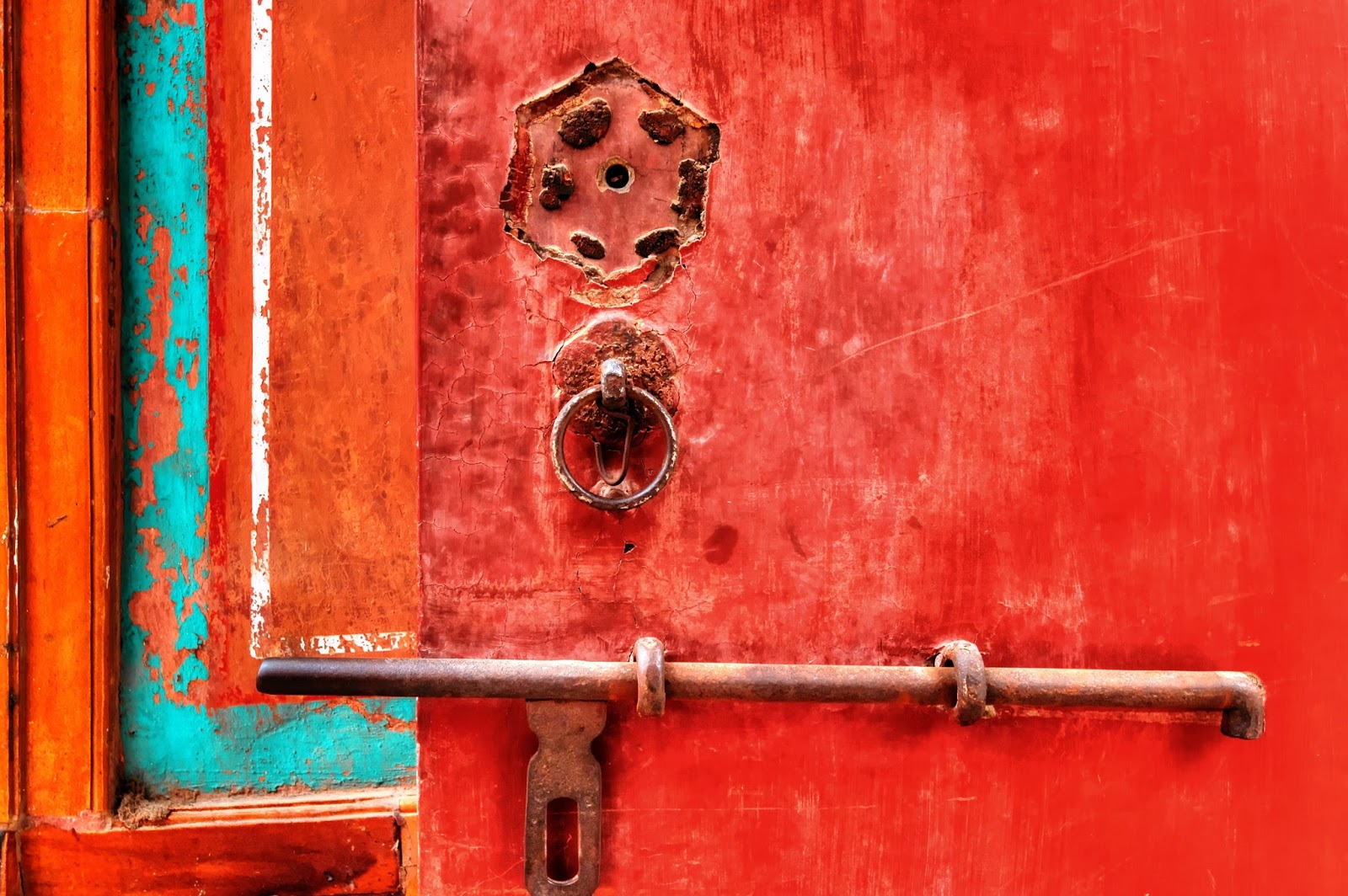 Detalhe de tranca na porta dos aposentos das concubinas em um palácio chinês