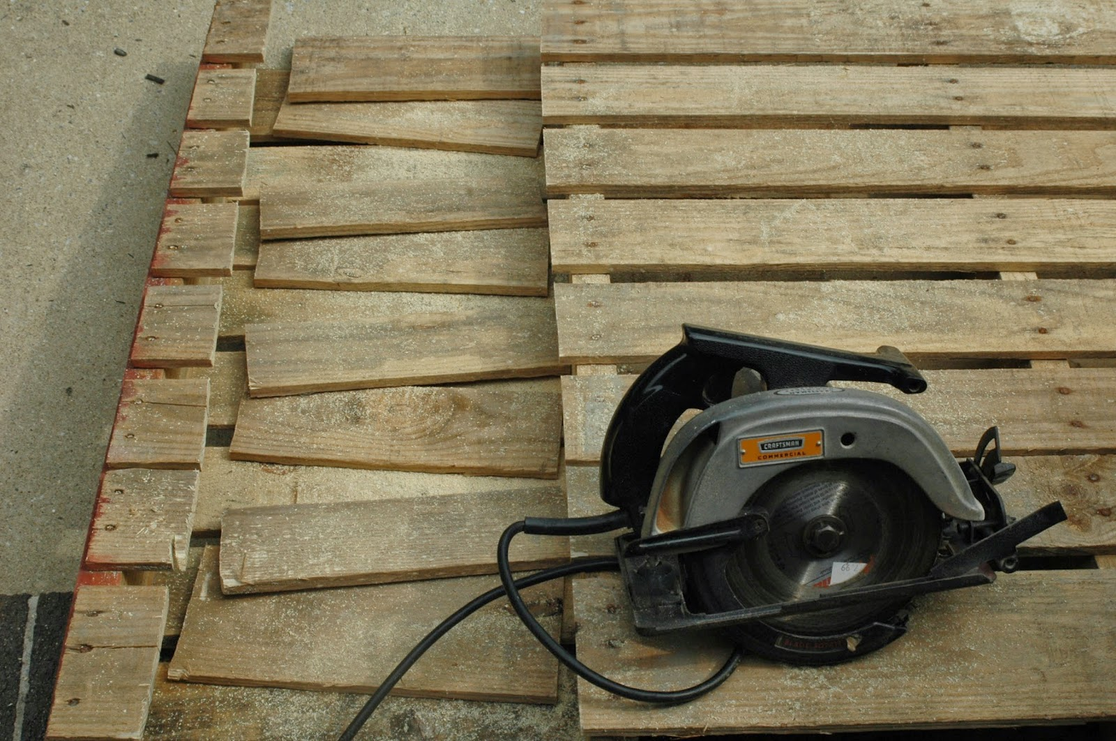 Cutting pallets for rustic pallet pumpkins