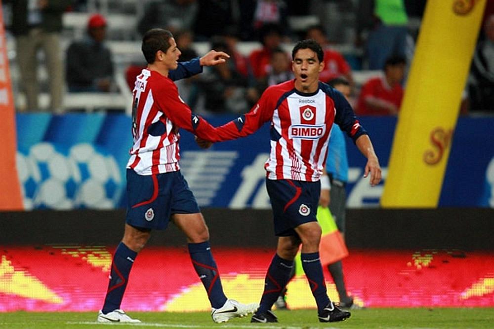Javier Hernández y Omar Bravo.