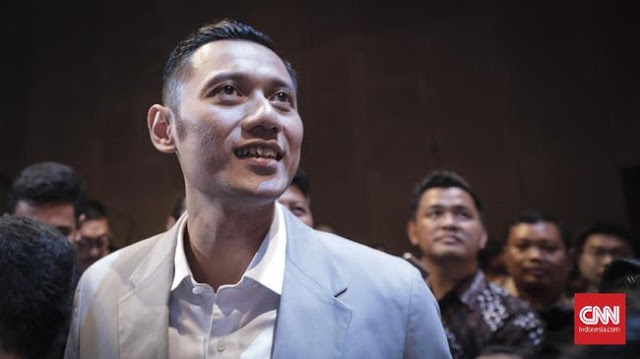 AHY Ikut Antar Prabowo-Sandi ke KPU, Rombongan Diiringi Drum Band
