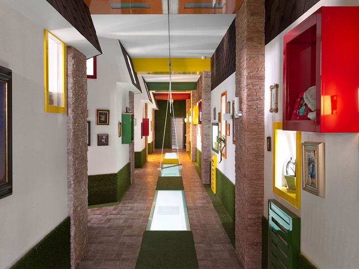 Colorful hallway in Modern house by Yakusha Design