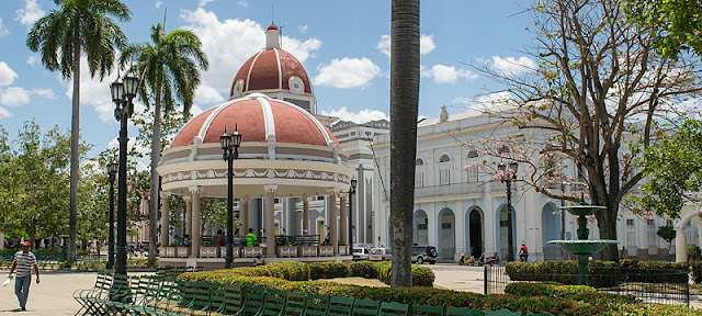 Le parc José Martí dans le centre de Cienfuegos