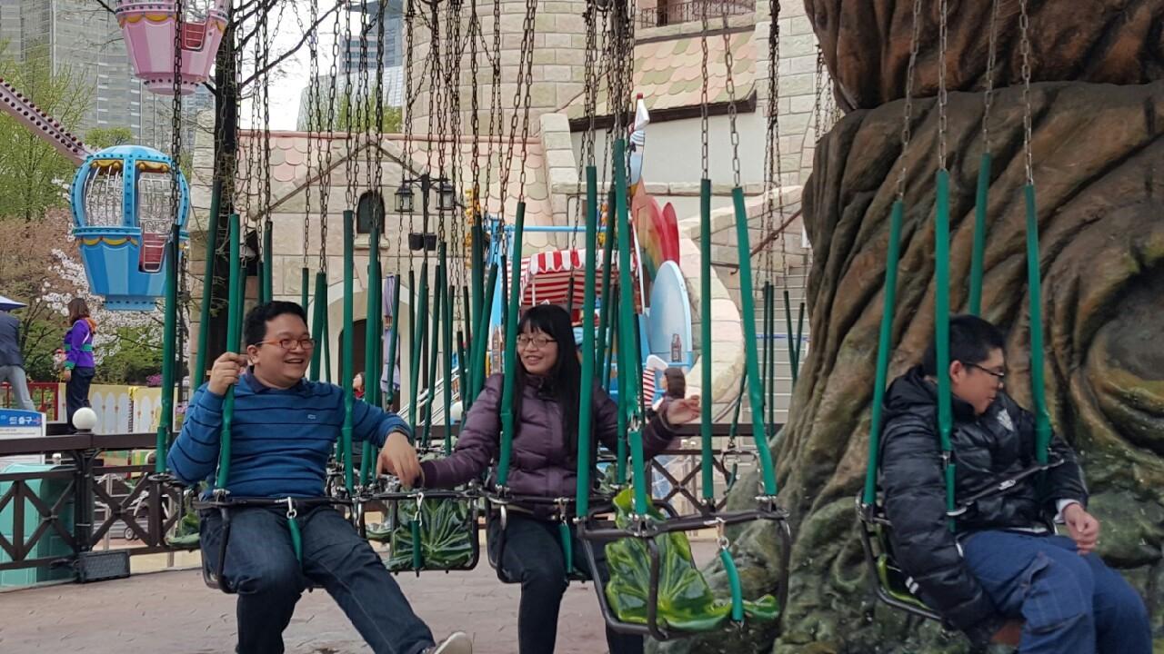 樂天遊樂園-大樹旋轉鞦韆