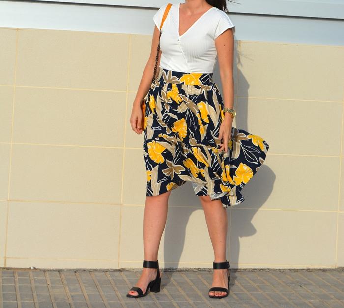 zara-printed-midi-skirt-outfit-street-style