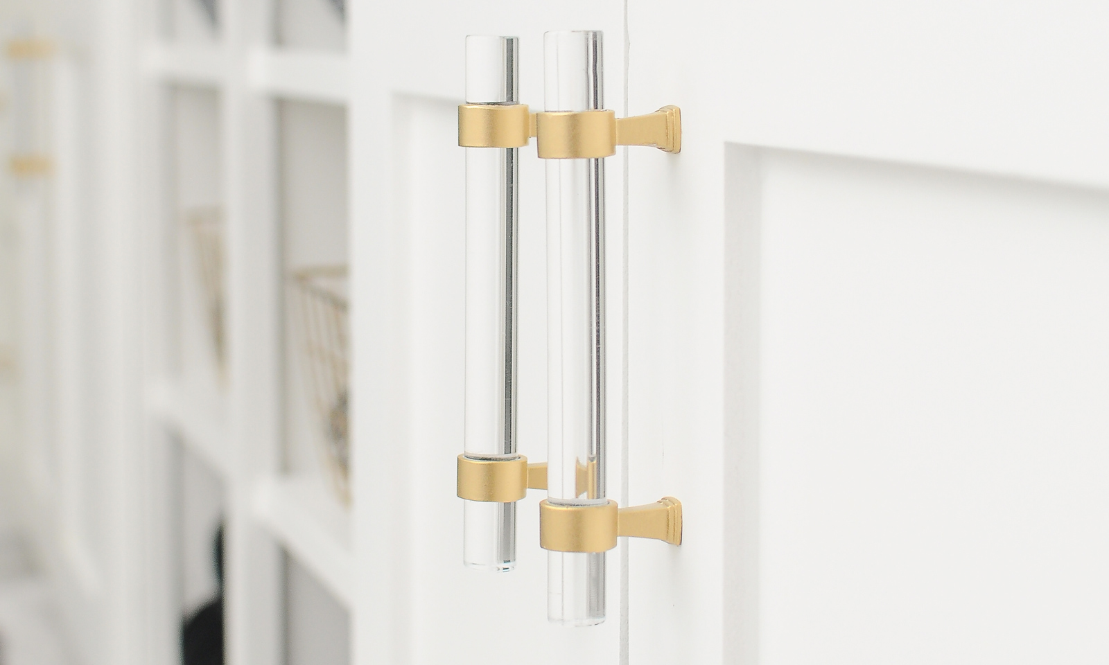 A step-by-step DIY tutorial on how to transform chrome cabinet hardware or pulls into a brushed gold finish. The end result is gorgeous! So easy.