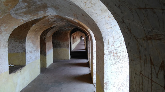 inside bhool bhulaiya