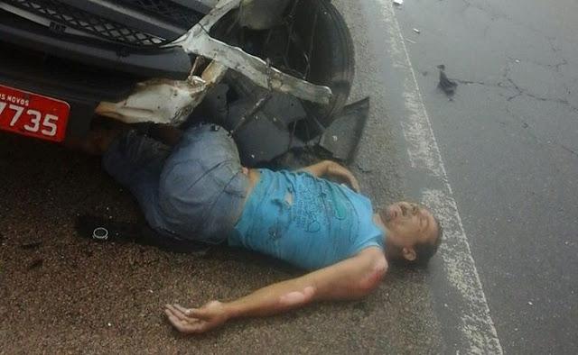 Casal morre após van ultrapassar em local proibido e acertar em cheio motocicleta [VÍDEO FORTE]