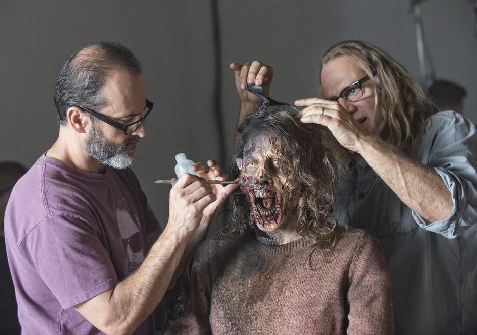 Greg Nicotero si prende cura dell'aspetto di una walker