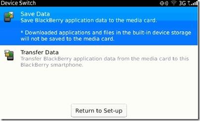 Bueno, excelente noticia la que podemos ofreceros hoy. El OS 7.0 es capaz de hacer una copia de seguridad en la tarjeta de memoria externa. Hasta ahora el uso de un dispositivo BlackBerry era totalmente dependiente del Desktop Manager, ya que lo necesitamos para casi cualquier operación que queramos realizar. Hoy en día podemos actualizar el sistema operativo de nuestro dispositivo de forma inalámbrica aunque muchas veces las versiones ofrecidas no se corresponden con las más actuales, por ello en ese caso el uso del Desktop Manager se vuelve casi imprescindible. A la hora de realizar una copia de seguridad