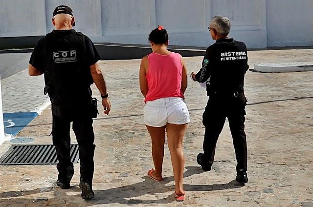 Pai e mãe de crianças flagradas vendendo drogas são transferidos para presídio em Parnaíba