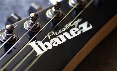 dan guitar Ibanez