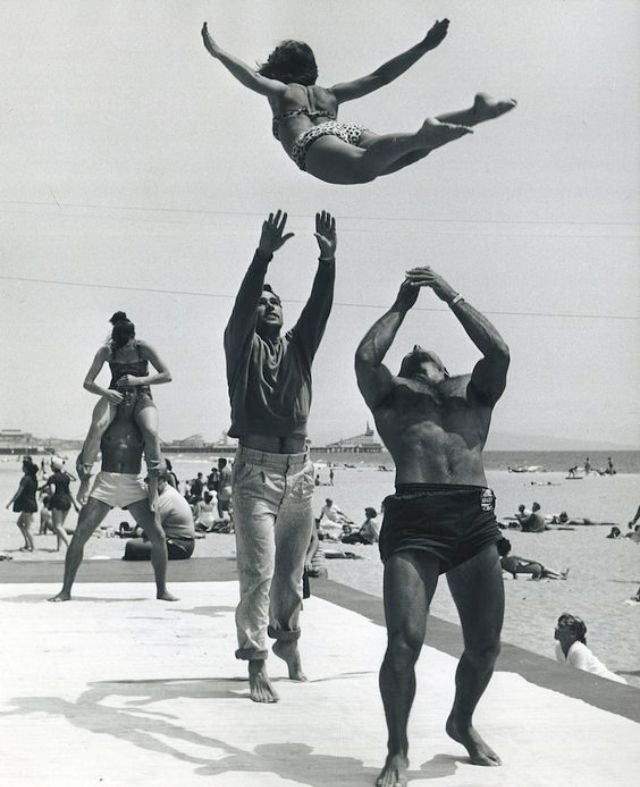 muscle beach � interesting vintage photos show american