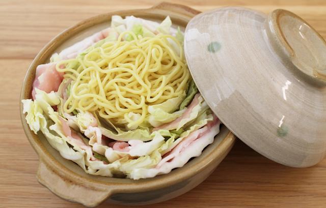 白菜と豚肉のミルフィーユ鍋やきそば