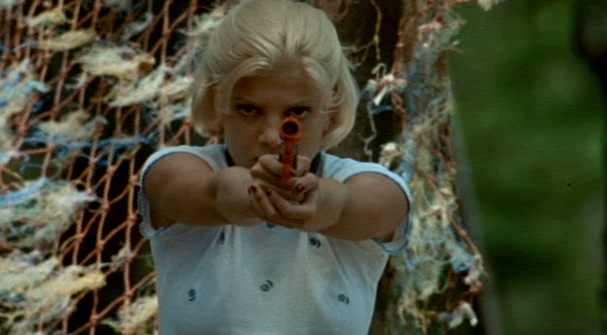 Tori Spelling holding a gun Deadly Pursuits 1996 movieloversreviews.filminspector.com