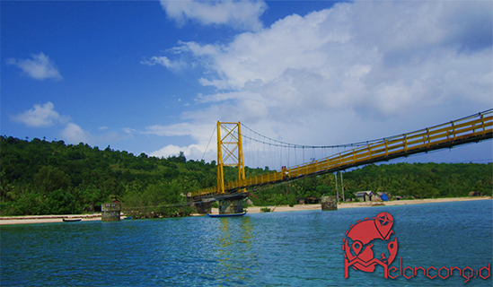 Melancong - Yellow Bridge di Nusa Ceningan Yang Memanjakan Mata