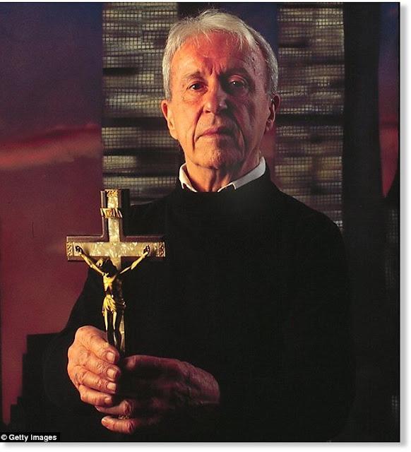 Ο μυστηριώδης θάνατος του Εξορκιστή ιερέα Malachi Martin