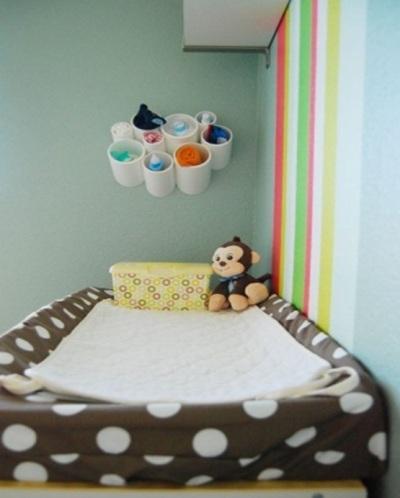 Gunakan pipa PVC (paralon) untuk merapikan peralatan bayi