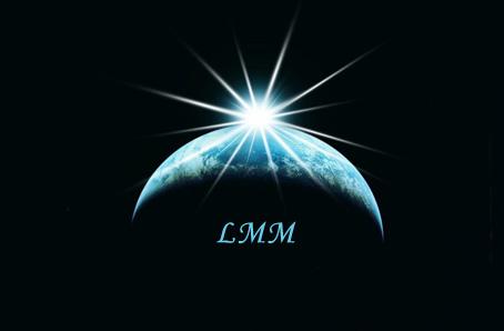 """Cette image represente la planète Terre dont on aperçoit simplement un croissant, le reste etant dans l'obscurite, la meme que celle qui entoure la planete. Ce croissant de Terre ressort ainsi d'autant plus qu'il presente les seules couleurs, des nuances de bleu, de l'image. Tout en haut, au centre, et comme posee sur le bord de Terre, brille une lumiere blanche aux multiples rayons, celle-ci expliquant que l'on puisse voir une partie de la planete ainsi illuminee. Cette lumiere peut symboliser l'espoir ou tout autre valeur positive. Le Marginal Magnifique a choisi cette image pour illustrer son poeme Planete des songes, qui comme son titre l'indique evoque une planete revee, c'est a dire telle que lui la conçoit de façon ideale. Ce titre fait bien sur reference a celui du film """"La Planete des singes"""" et le poeme etablit un adroit parallele avec les themes de ce film. Le Marginal Magnifique explique en effet que pour lui une planete ideale serait celle ou l'humanite serait asservie, car tout le monde, les animaux comme lui, s'en porterait mieux. Il regnerait paix et liberte si la race humaine etait contrecarree. Encore un brillant poeme du Marginal Magnifique, extremement riche sur tous les plans !"""