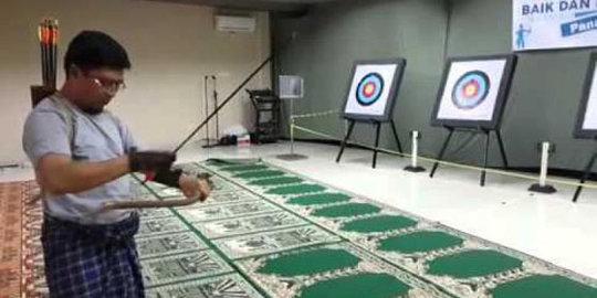 Video: Aa Gym Diduga Latihan Panah Di Dalam Masjid