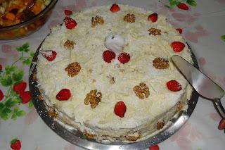 Bolo de coco com nozes e chocolate branco