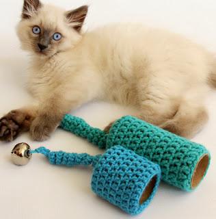 http://translate.googleusercontent.com/translate_c?depth=1&hl=es&rurl=translate.google.es&sl=en&tl=es&u=http://dabblesandbabbles.com/crochet-cat-toy/&usg=ALkJrhjVdkHqzORGgDlYNYRZ7vFMyyv0BQ