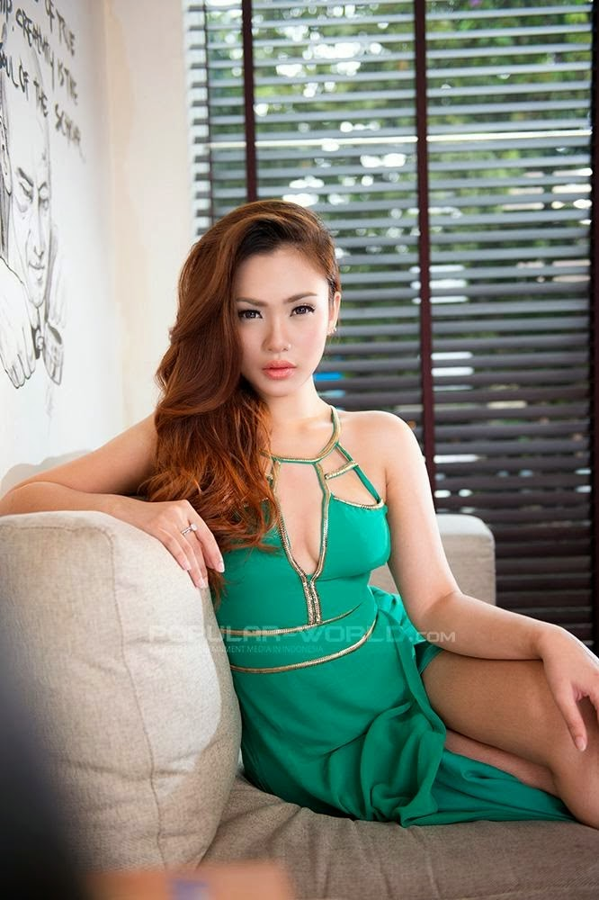 Cia Ang  Sexy Green Dress on Popular World Magazine February 2014