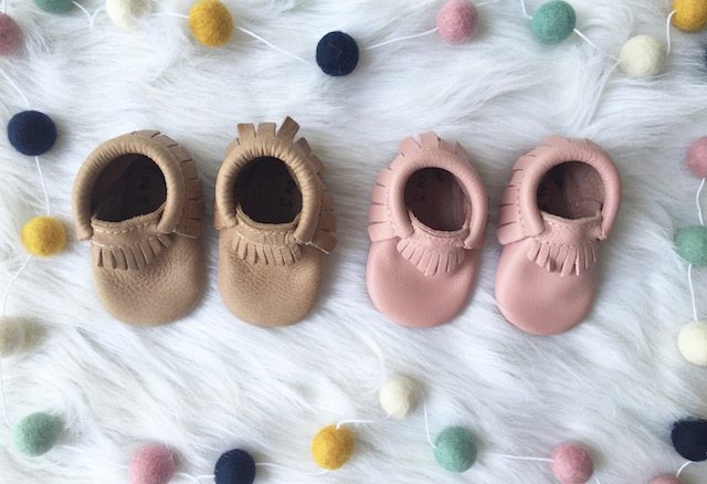 baby moccs, baby moccasins, freshly picked moccasins, baby fashion, baby style, kids style, kids fashion, twin style, twin outfits