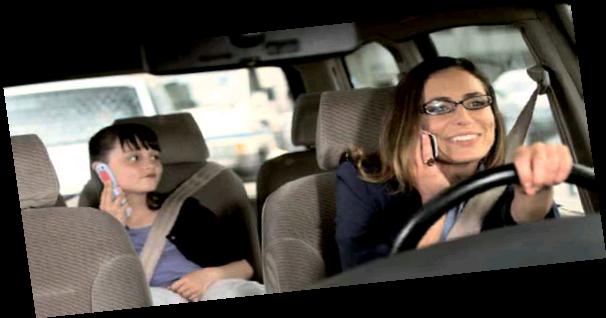 voiture communicante nouvelle campagne des assureurs sur le t l phone au volant. Black Bedroom Furniture Sets. Home Design Ideas