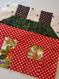 house quilt block: QuiltBee