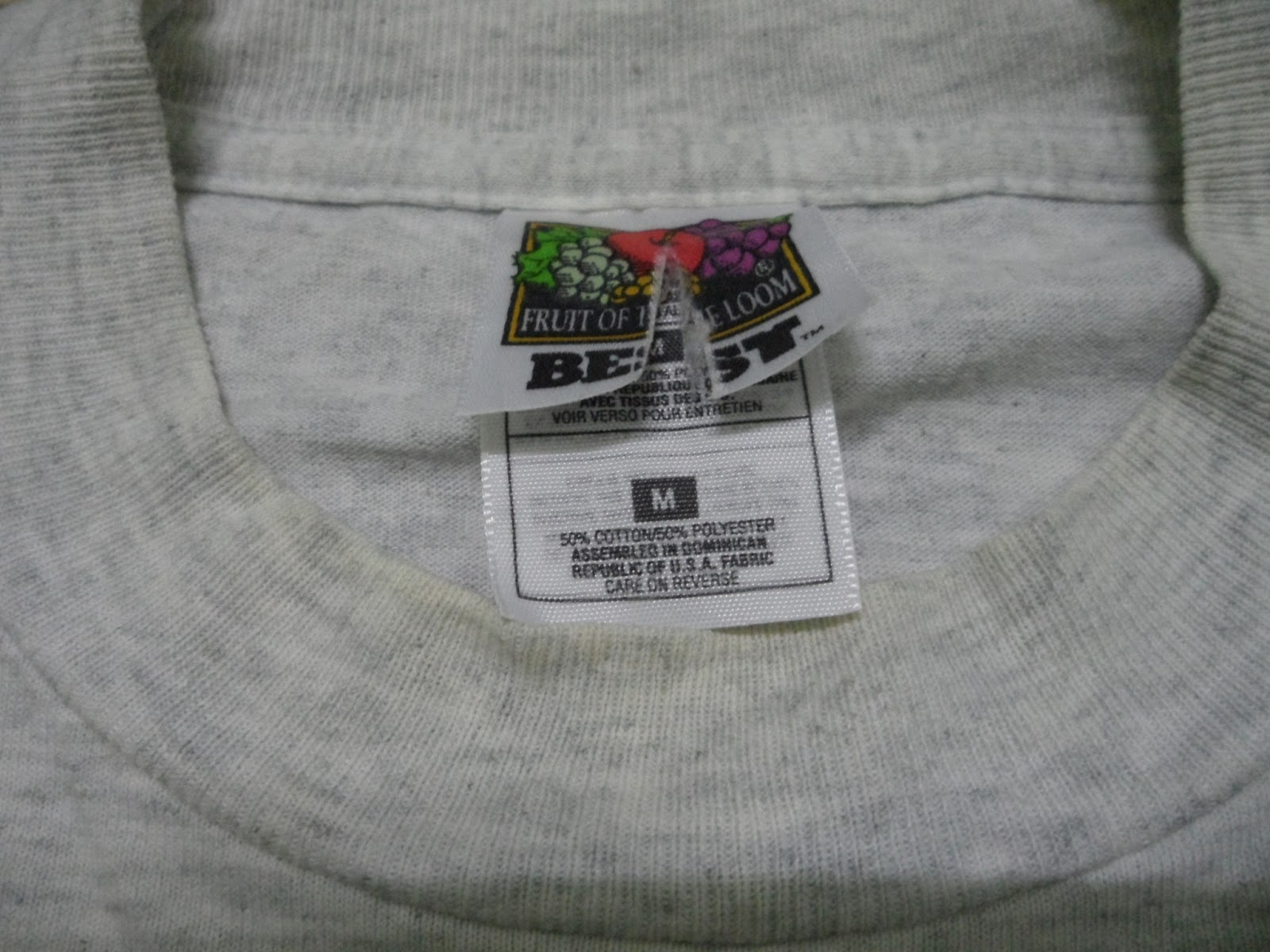 ea19189a8fa Brand Tag   Fruit of The Loom Made In   Dominican Republic Pit-to-Pit   19