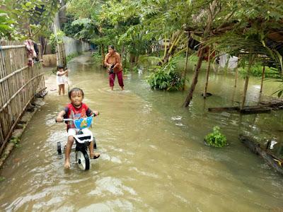 Karawang Tergenang Meski Tidak Terjadi Hujan Deras
