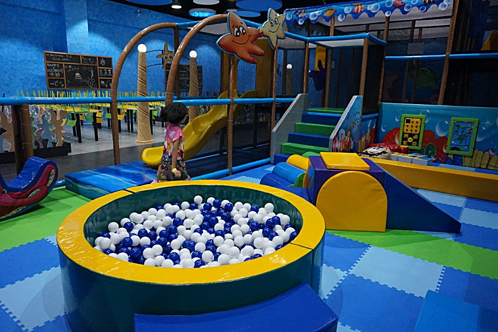 Kids play zone gallery of kidus world kidus play zone at for Life of pi swimming pool