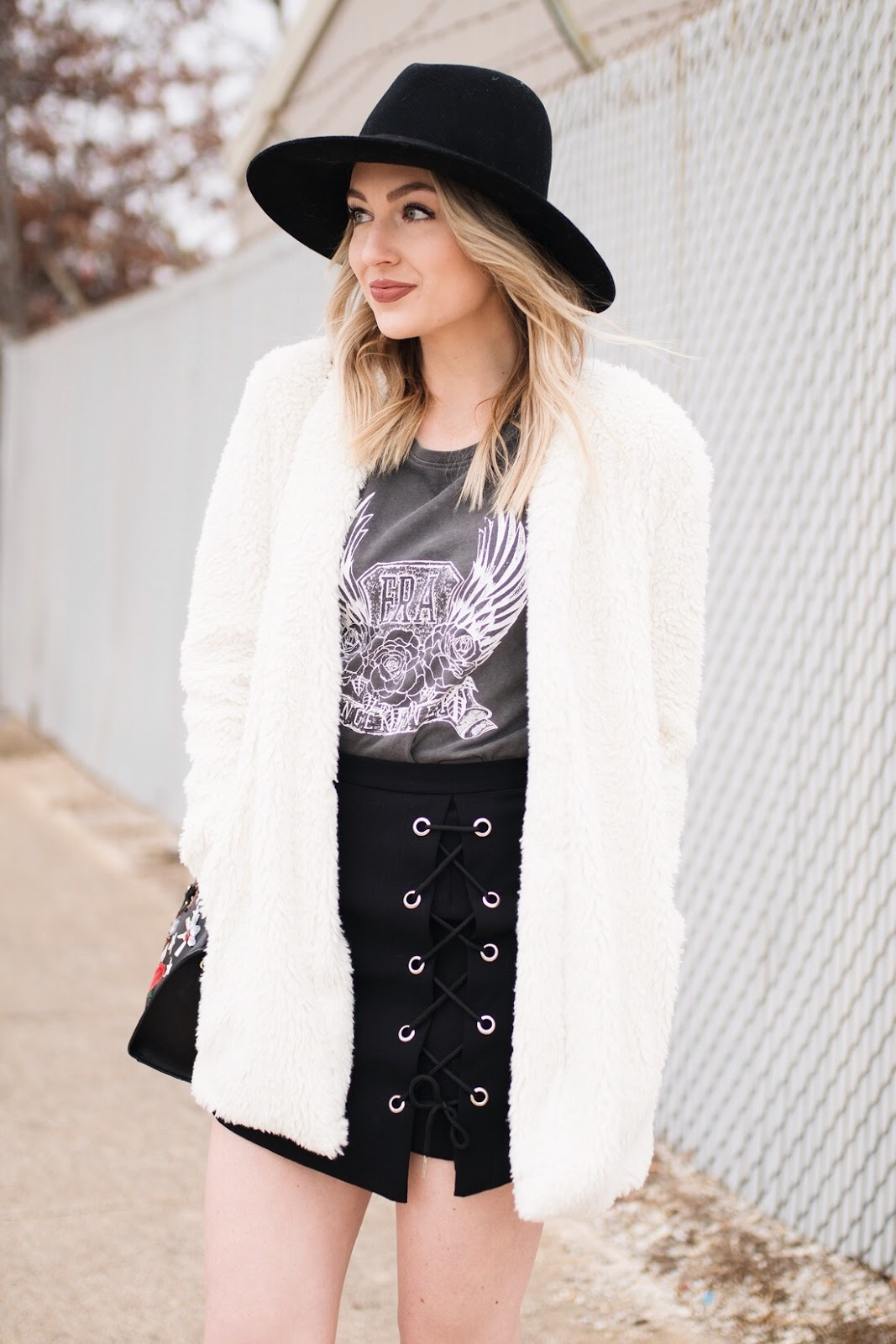 lace-up skirt