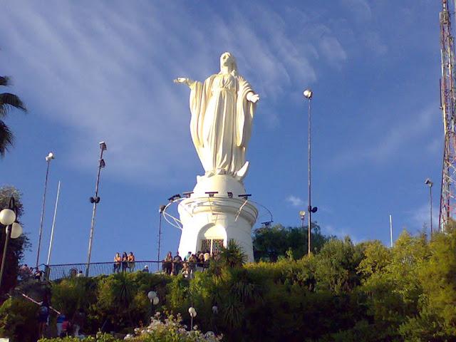 Ponto turístico: Cerro San Cristóbal em Santiago no Chile