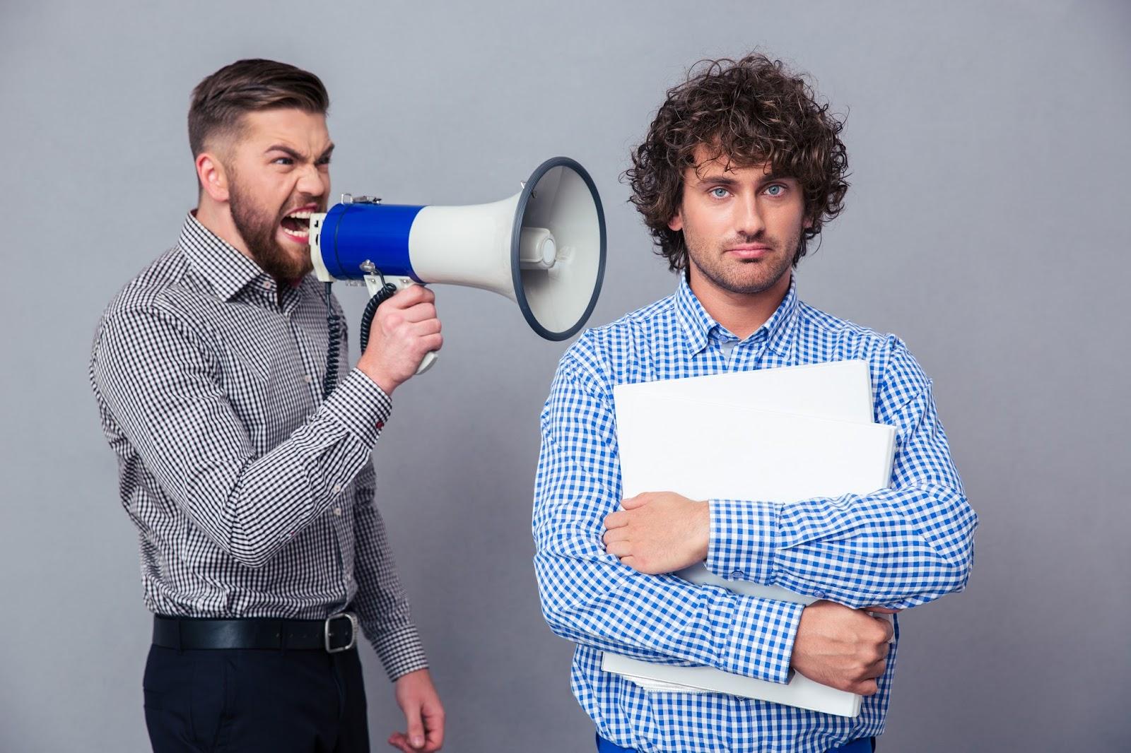 10 prostych pomysłów jak wkurzyć dziennikarza