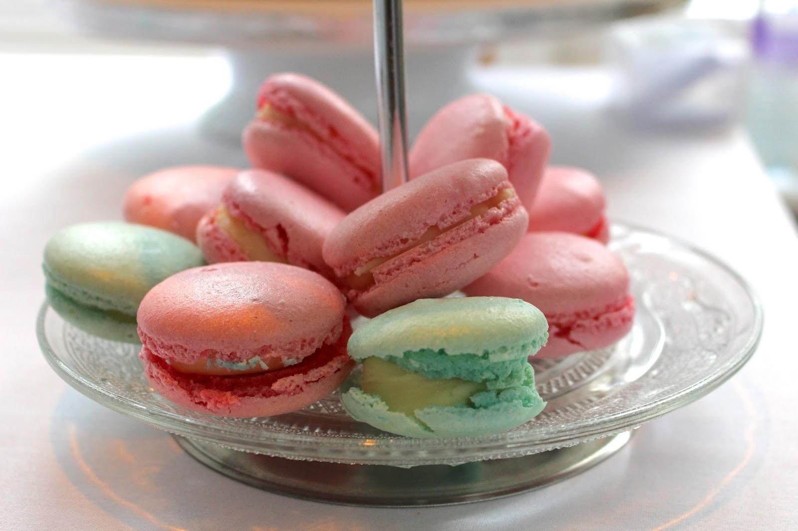 mini's bakery macarons