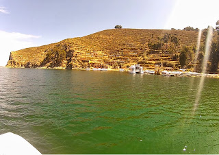 Água verdinha na Ilha do Sol.