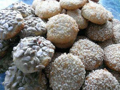 Ciastka z kokosem , sezamem i słonecznikiem