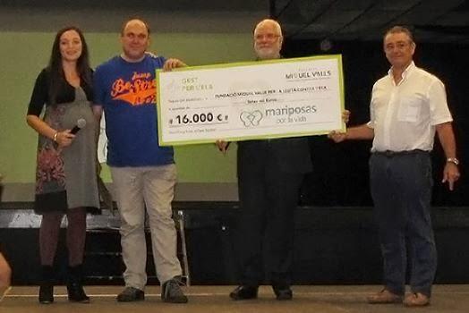 José Manuel Sesma y Juan Ramón Córdoba entregan cheque a Fundación Miquel Valls