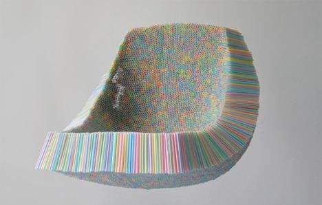 Kursi yang terbuat dari sedotan plastik