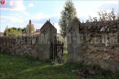 Вход на католическое кладбище в Ивье