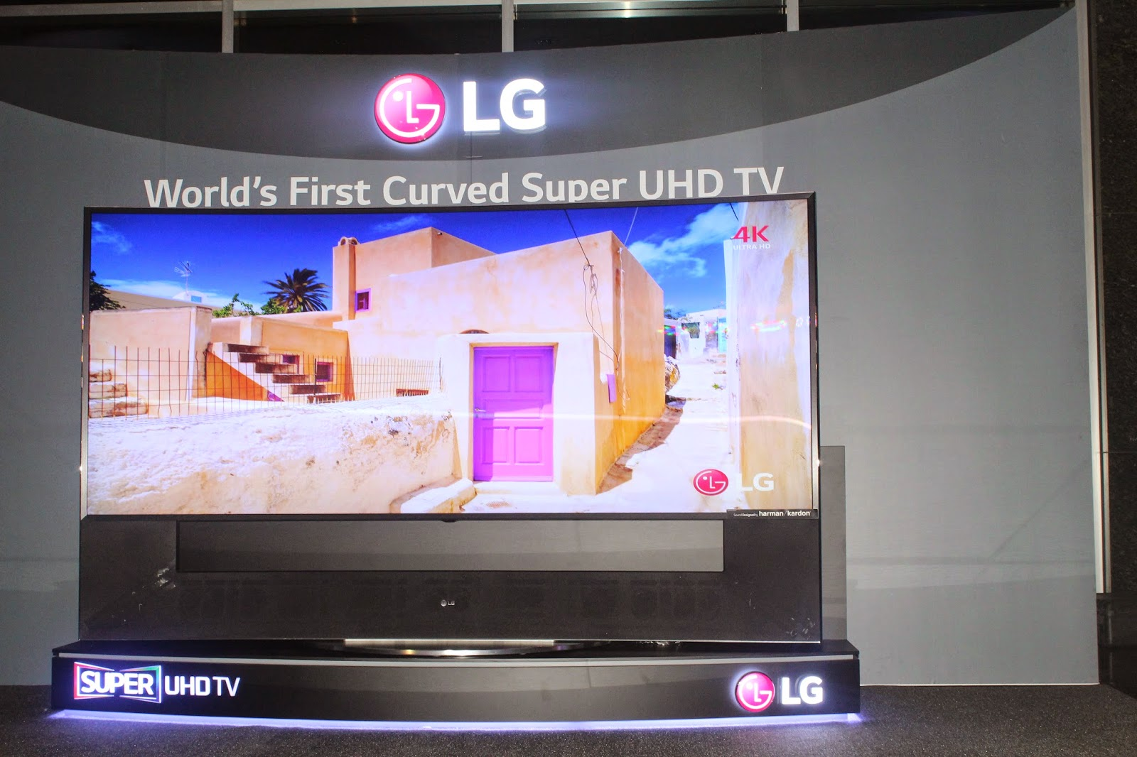 ca58c5e8f6b LG Electronics unveils the country s largest 105-inch CURVED Super ULTRA HD  TV