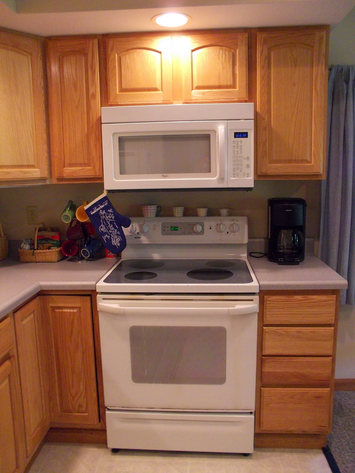 Enjoy a full kitchen at The Hutch, a bed and breakfast in Hillsdale, MI.