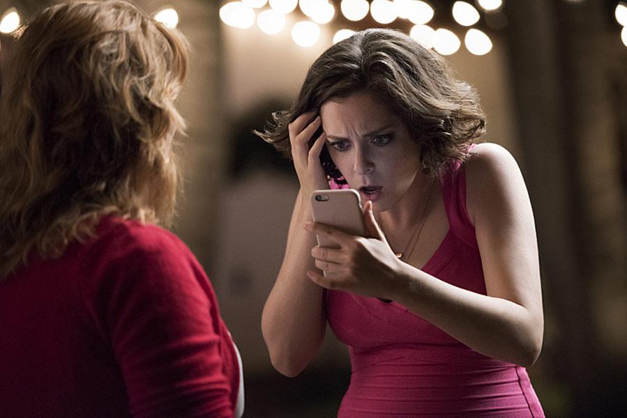 Każdy ma jakiegoś bzika – recenzja serialu <i>Crazy&nbsp;Ex-Girlfriend</i>