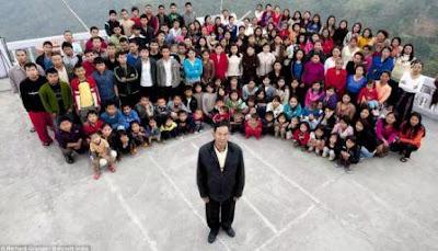 WOW...Orang ini punya 39 istri dan semua tinggal dalam satu rumah...!!!