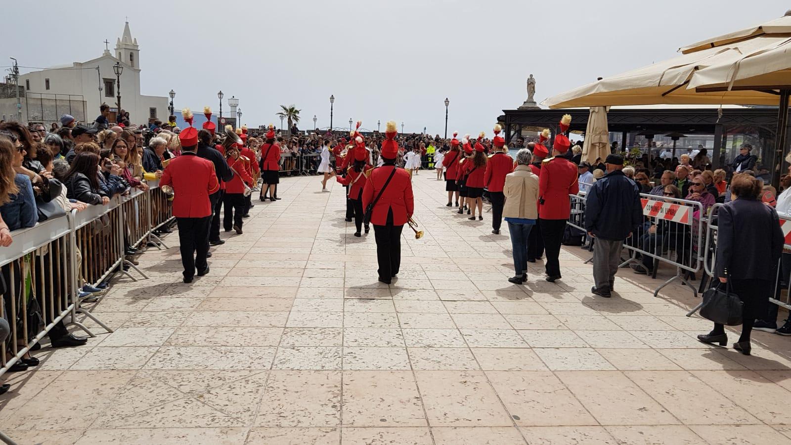 Eolie news la processione di pasqua a lipari primo for Di bartolo arredamenti srl