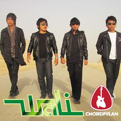 Lirik dan Chord Kunci Gitar Tetap Bertahan - Wali