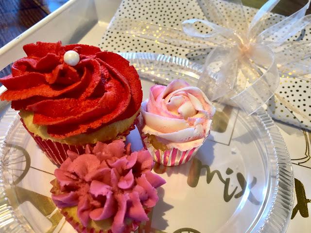 vanilla cupcakes for valentines