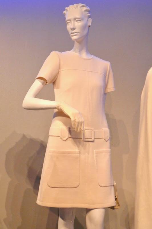 Caitriona Balfe Outlander season 3 Claire white dress